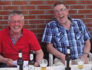 Frans (r) en Theo Wiltink hebben terecht pret: 1e en 2e van Tienen